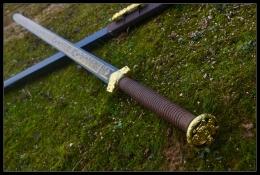 实木柄镇天汉剑不开刃